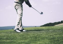 Ladda batterierna på golfbanan